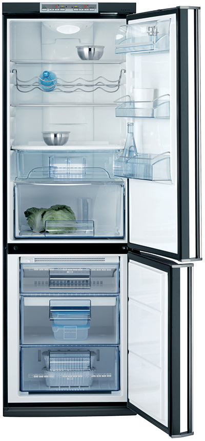 black-appliances-aeg-electrolux-s75355kg1-fridge-freezer-open.jpg
