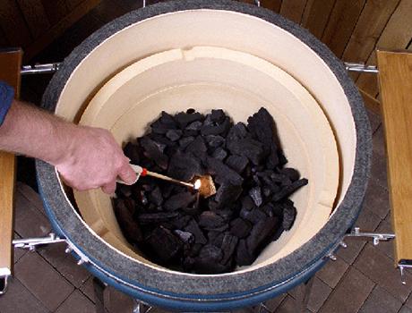 ceramic-grill-saffire-charcoal.jpg