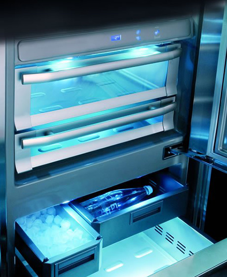 custom-refrigerators-by-officine-gullo-ogf90-interior-light.jpg