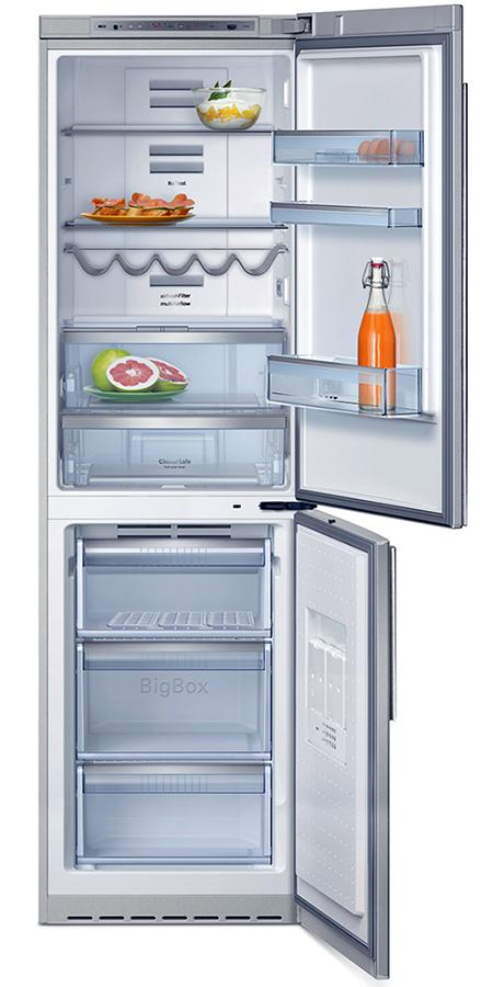 freestanding-fridge-freezer-neff-k5880-interior.jpg