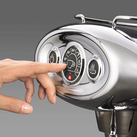illy-coffee-capsule-machine-x71-limited-edition-display.jpg