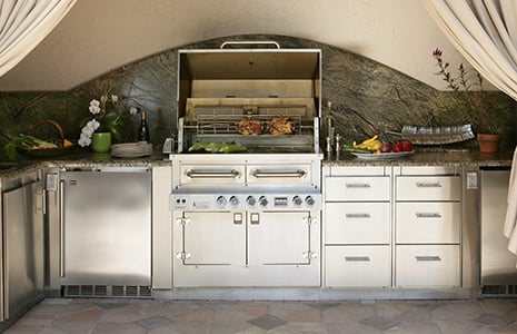 kalamazoo-outdoor-kitchen.jpg
