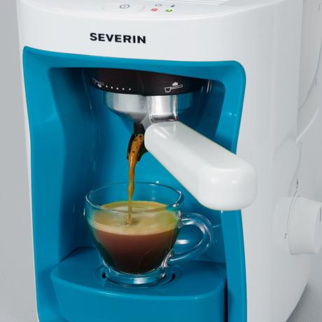 severin-espresso-maker-cubo-ka-pouring.jpg
