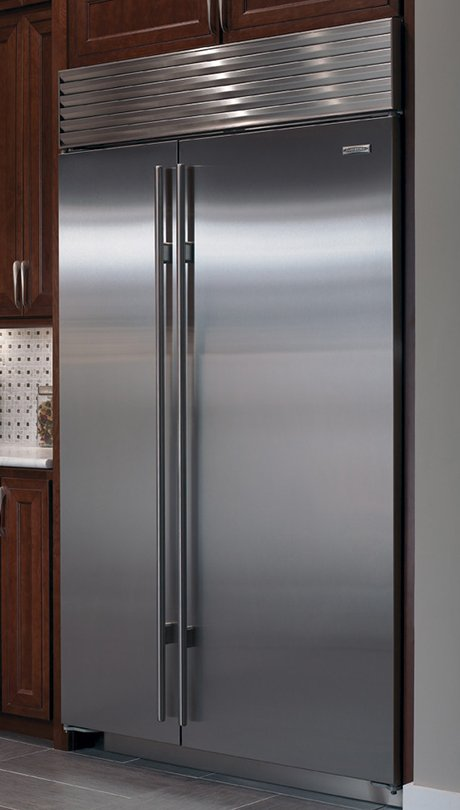 Sub Zero Refrigerators With Internal Ice And Water Dispenser