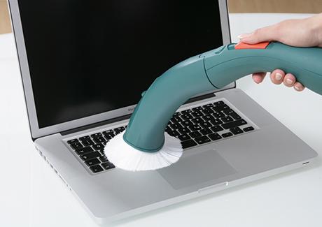 vorwerk-kobold-vk140-laptop-cleaning.jpg